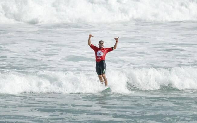Mineirinho é o grande campeão da etapa brasileira do Mundial de surfe
