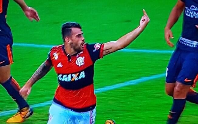Felipe Vizeu fez gesto obsceno para Rhodolfo após marcar o terceiro gol do Flamengo