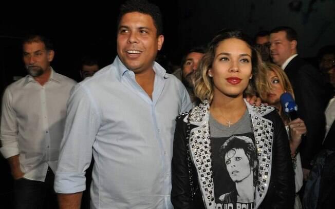 Ronaldo Nazário e Bia Antony chegam na festa de lançamento da P.Nera