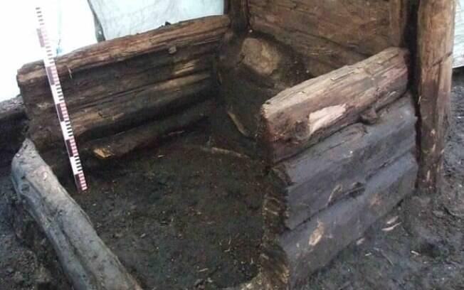 Uma latrina de madeira medieval