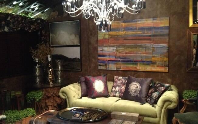 A taberna de vinhos criada pela designer de interiores Maria Cláudia Mastrangello e pelo arquiteto Luis Pedro Scalise conta com 30 m² e segue um estilo que mistura descontração com luxo