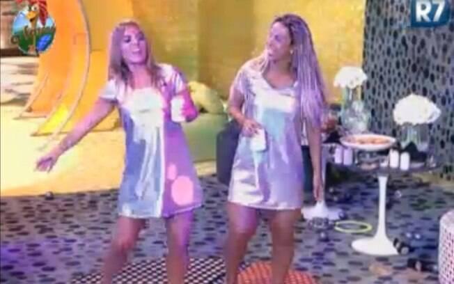Raquel Pacheco e Valesca Popozuda se divertem sozinhas