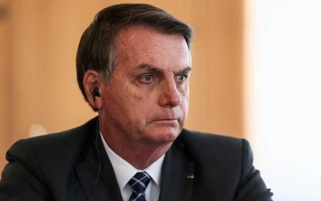Bolsonaro com fone de ouvido