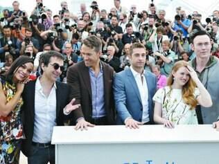 """Vaias. Egoyan (o segundo à esquerda) com o elenco de """"The Captive"""""""