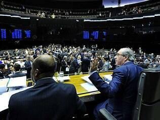 Cunha (direita): sob seu comando, Câmara distribui só metade das senhas para as galerias
