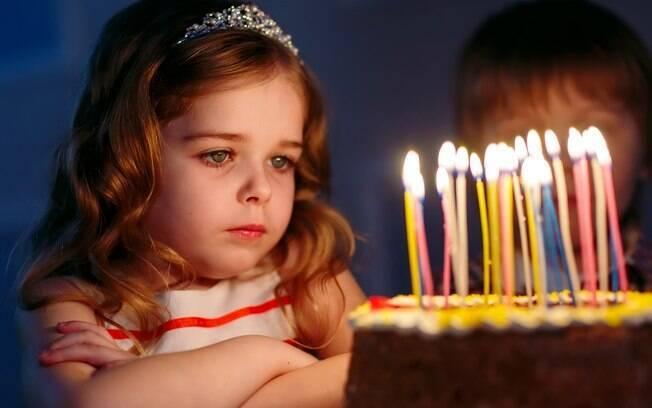 Bolo de aniversário é muito esperado por todos da festa, então é importante tomar alguns cuidados com ele
