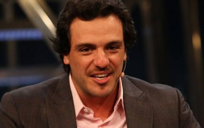 Rodrigo Lombardi: tira a barba e deixa o bigode crescer para interpretar