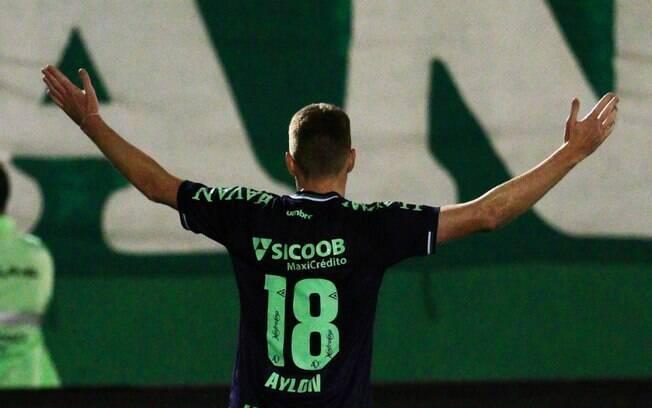 Aylon marcou o único gol da partida entre Chapecoense e Corinthians na Copa do Brasil