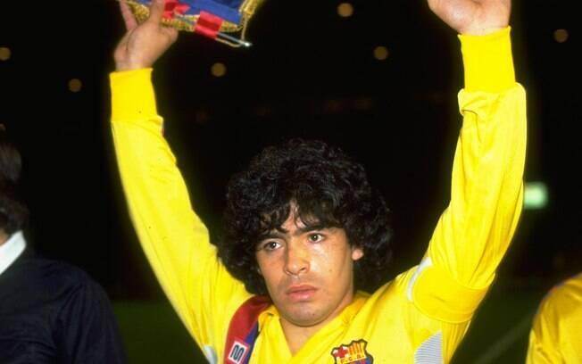 Maradona usou a braçadeira de capitão no  Barcelona