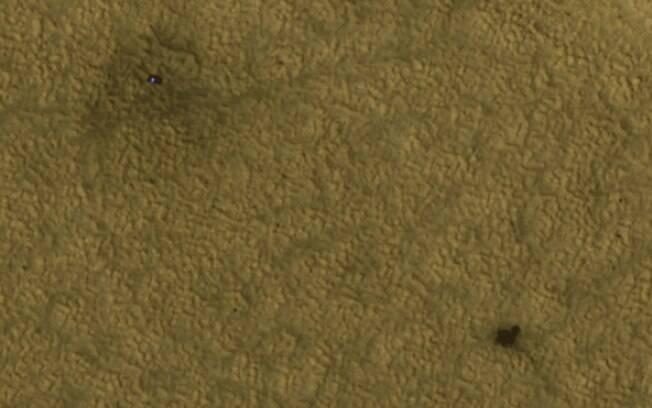 Imagens mostram a nave Phoenix coberta por uma grossa camada de poeira, quase não dando para ser identificada