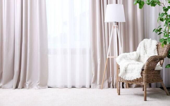 A cortina é outro item que consegue ser utilizado para decorar os ambientes e trazer mais privacidade aos moradores