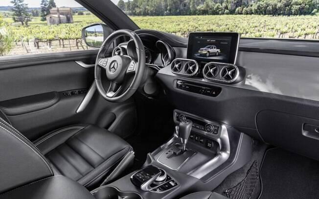 Mercedes-Benz Classe X tem acabamento superior ao Nissan Frontier, quem partilha muitos dos componentes