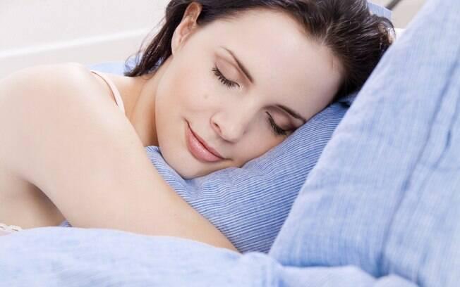 Dormir é essencial para a beleza. Aprenda como conseguir um sono profundo, relaxante e embelezador