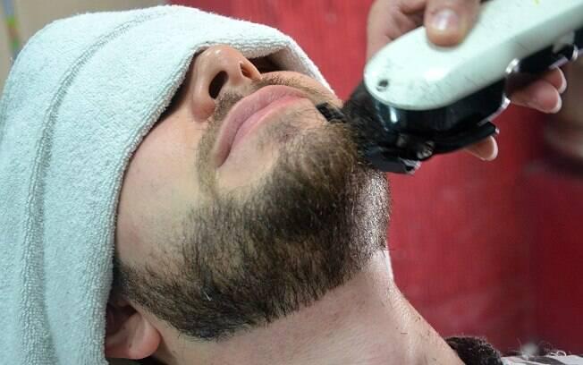 Resultado de imagem para fazendo a barba