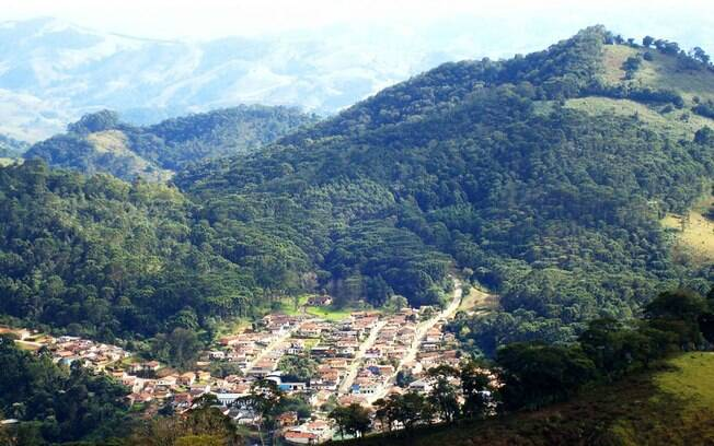 Em Gonçalves, um dos grandes destaques são as belezas naturais