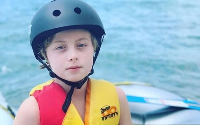 Benício, filho de Luciano Huck e Angélica, está de volta ao mar