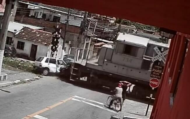Imagens de câmera de segurança viralizaram nas redes sociais