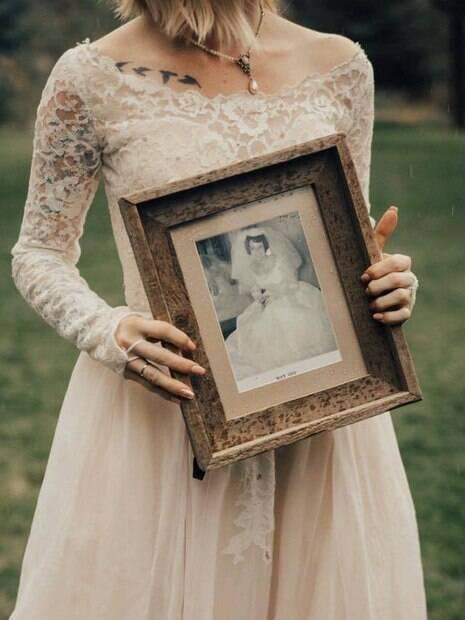 Coincidentemente, a noiva Jordyn, assim como a avó Penny, também se casou com um amor que conhecer nos tempos de escola