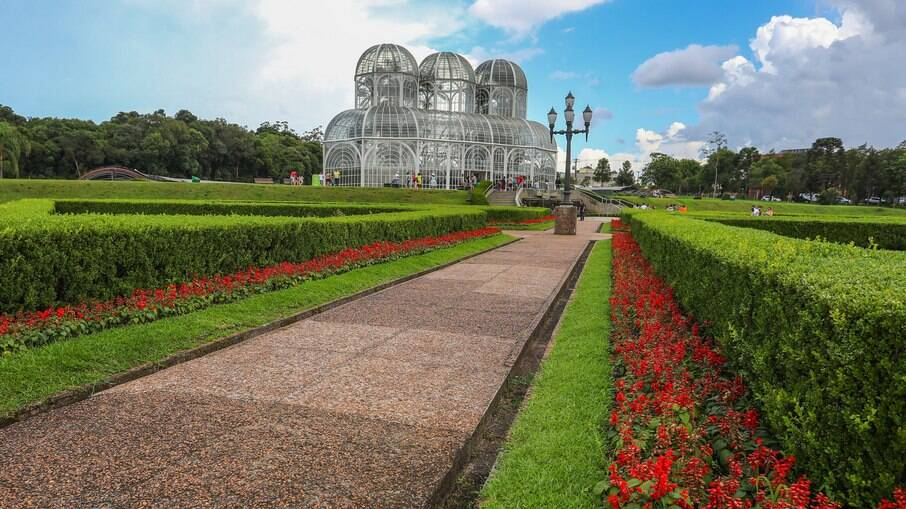 Curitiba, capital paranaense, é a cidade ideal para quem gosta de curtir a natureza em meio à cidade grande.