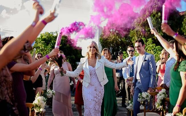 Ela abriu a empresa para disseminar esse tipo de casamento e ajudar outras pessoas a celebrarem o amor próprio