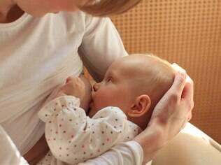 Para evitar problemas na amamentação, é preciso, antes de tudo, aprender a fazer a pega adequada