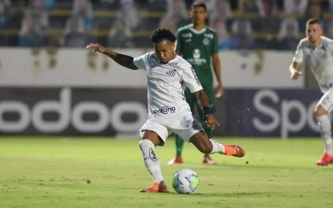 Com arbitragem polêmica, Santos vence o Goiás fora de casa