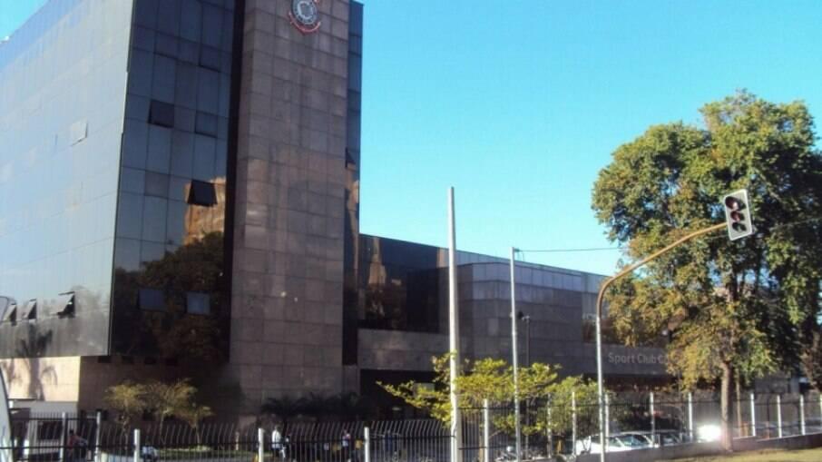 Dívida do Corinthians gira em torno de R$ 900 milhões, diz diretor do clube