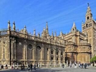 A alta torre construída pelos mouros permanece de pé na Catedral de Sevilha