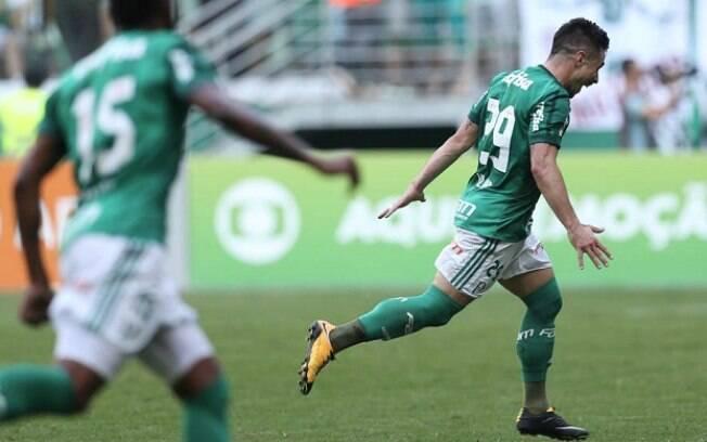 Palmeiras vence São Paulo de virada no Brasileirão
