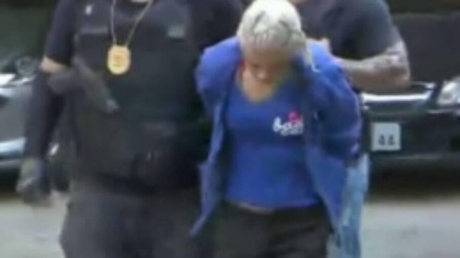 Loirosa da Cracolândia sendo presa pela Polícia Civil