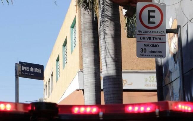 Campinas publica decreto que autoriza volta de drive-thru e retirada de alimentos