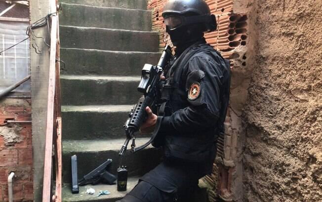 Polícia Militar do Rio de Janeiro libertou família mantida refém por homem armado com pistola calibre 9 milímetros