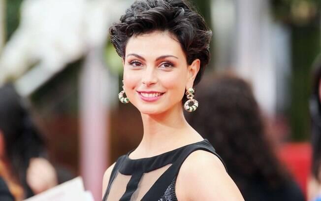 Morena Baccarin: glamour no tapete vermelho do Globo de Ouro