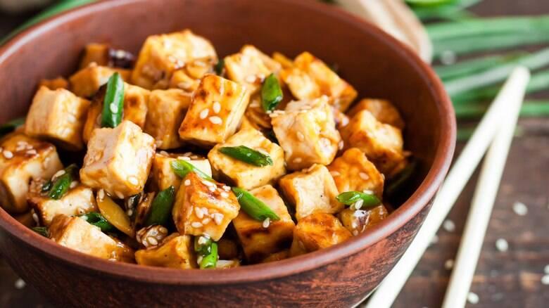 Tofu frito com carne moída