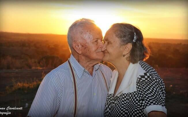 Eles tiraram diversas fotos com figurinos diferentes, e o fotógrafo conta que Joaquim adorava beijar Inácia