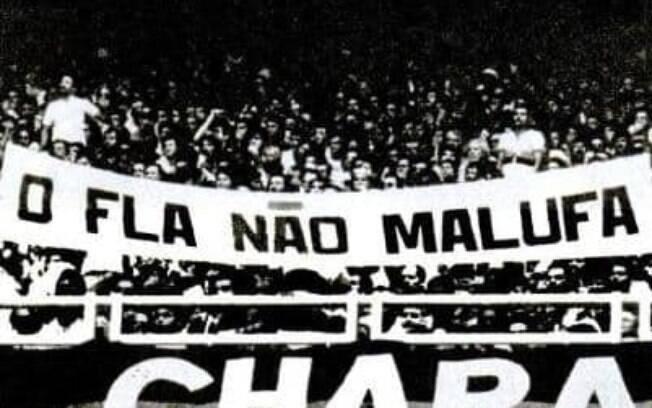 Torcedores do Flamengo constantemente faziam manifestações políticas no estádio. Essa faixa é de 1984
