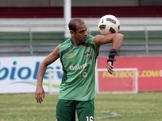 Carlinhos não atua desde outubro e deve voltar aos treinos durante a pré-temporada de 2014