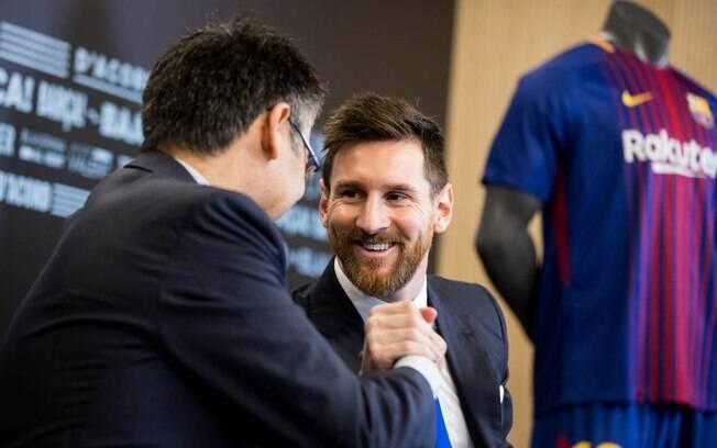 Messi renova contrato e vai defender o Barcelona até o ano de 2021