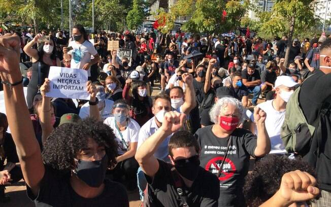 Ato contra o racismo e pró-democracia no Largo da Batata, em São Paulo