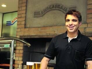 Animado.  José Carvalho ampliou o estoque de cerveja do Assacabrasa e espera vender 30% a mais
