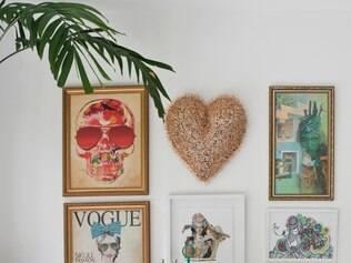 As cores do Brasil dão o tom neste loft assinado pela designer Daniela Nery. Destaque para as mesas de centro, a cadeira, o tapete e a presença do verde da natureza