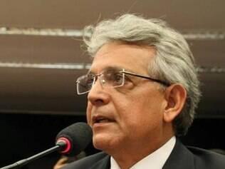 Pauderney Avelino assume liderança da oposição no Congresso