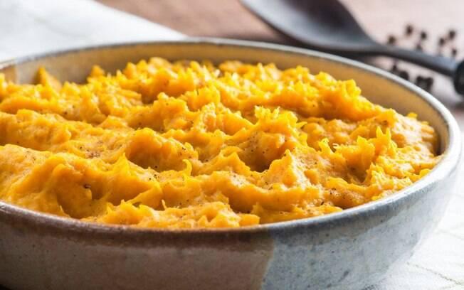 Purê de abóbora cabotiã com cominho e pimenta-do-reino