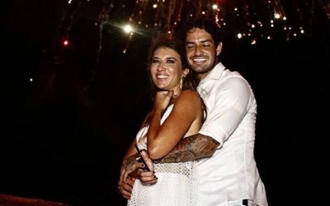 Rebeca Abravanel e Alexandre Pato arquivam fotos em rede social, mas voltaram a aparecer juntos