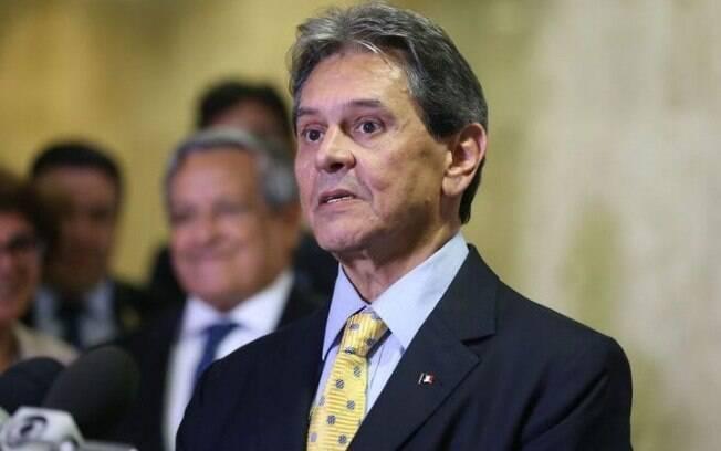 O primeiro caso de corrupção envolvendo os Correios foi o mensalão, que seria delatado por Roberto Jefferson em 2005