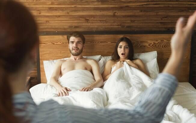 Mesmo fazendo um acordo para viver um relacionamento aberto no carnaval, um dos envolvidos pode se arrepender