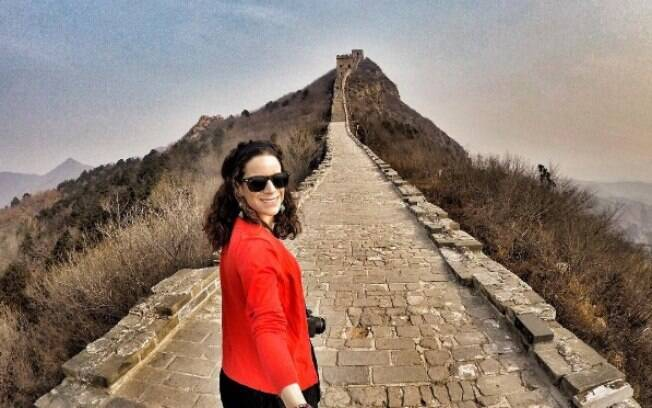 Viajante Nina Ragusa está realizando o sonho de conhecer o mundo