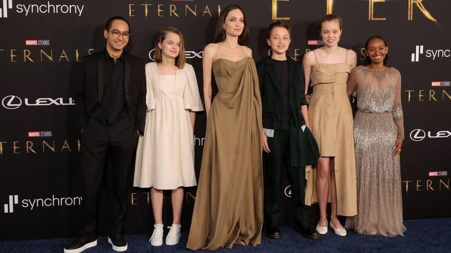 Maddox Jolie-Pitt, Vivienne Jolie-Pitt, Angelina Jolie, Knox Jolie-Pitt, Shiloh Jolie Pitt e Zahara Jolie Pitt