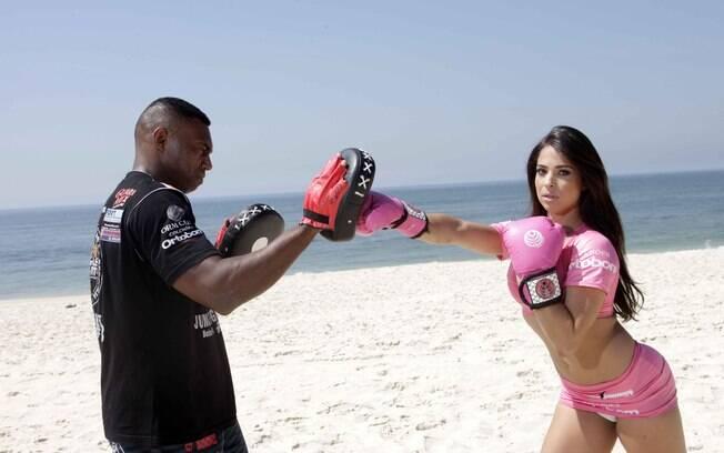 Priscila Cardoso foi ring girl do Jungle Fight 46