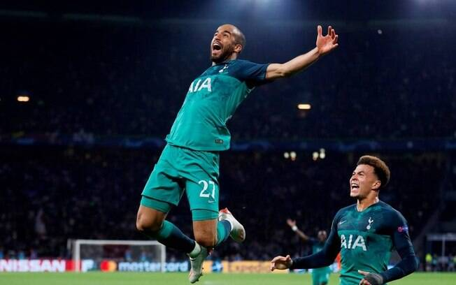 Lucas Moura celebra gol pelo Tottenham